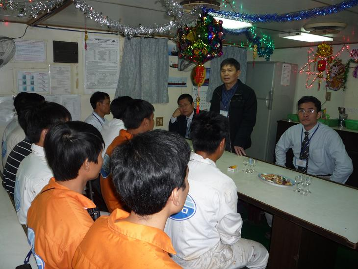 Leaders visit VOSCO, Tet Company shipsNew Year.